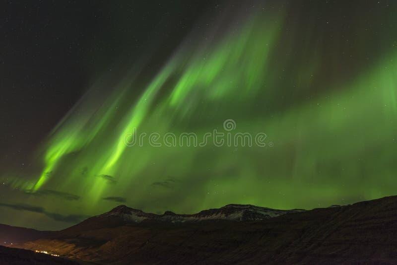 Verde del aurora borealis en Teriberka en la región de Murmansk, Rusia fotos de archivo