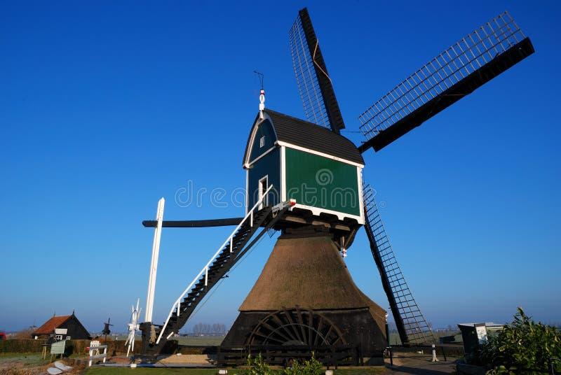 Verde del mulino a vento immagini stock