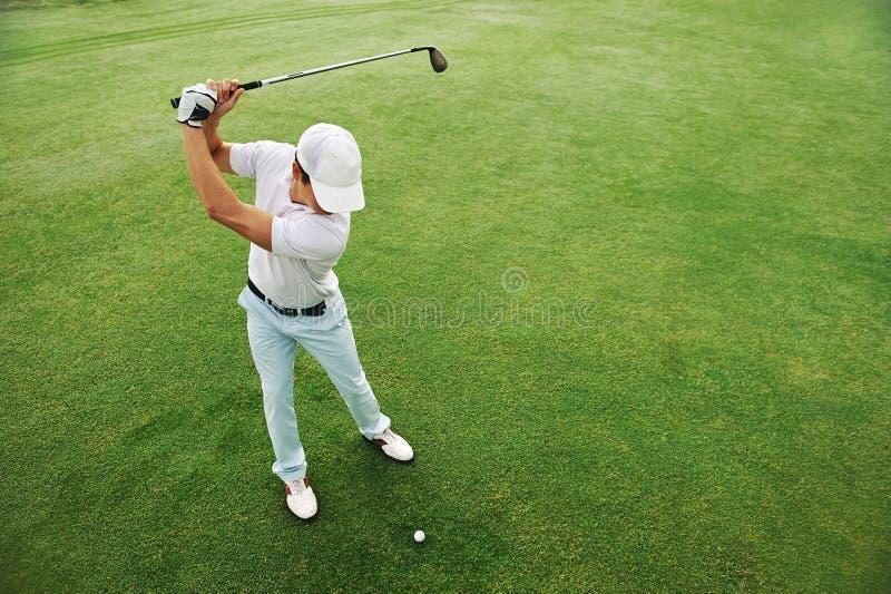 Verde di tiro in buca di golf fotografie stock libere da diritti