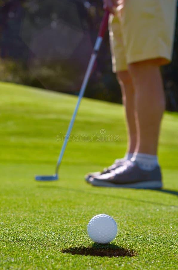 Verde di tiro in buca di golf fotografie stock