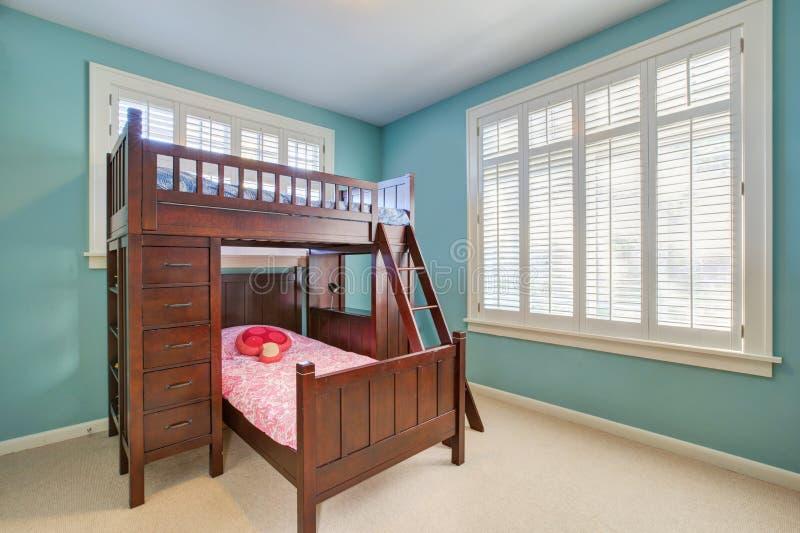 Verde e blu scherza la stanza con il letto di cuccetta immagini stock libere da diritti