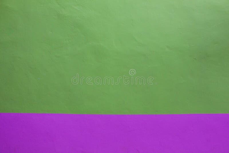 Verde e porpora della parete del fondo fotografia stock libera da diritti