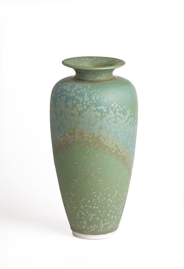 Verde e vaso dell'alzavola isolato su bianco fotografia stock