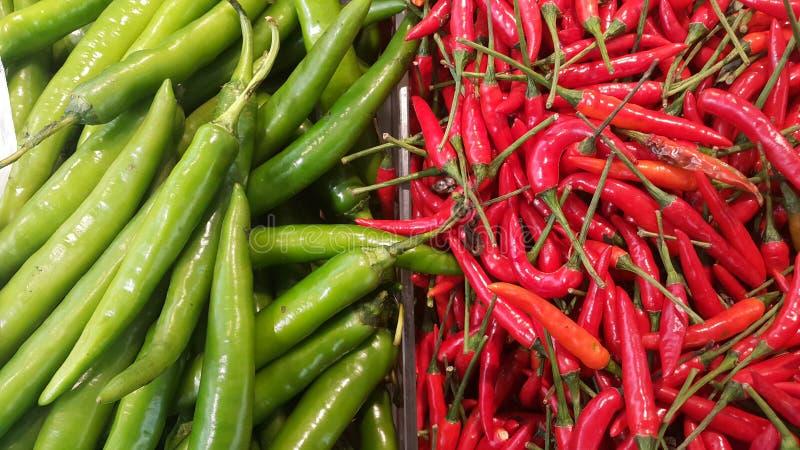 Verde e vermelho picantes imagens de stock