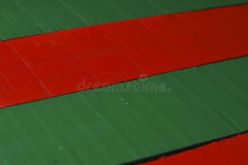Verde listrado de madeira e fundo vermelho Textura de madeira foto de stock