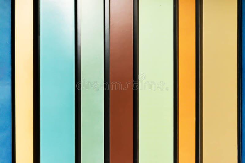 Verde marrone Colourful di legno della parete immagine stock