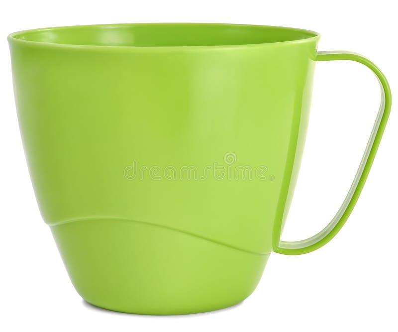 Verde plástico de la taza en la tabla fotos de archivo libres de regalías