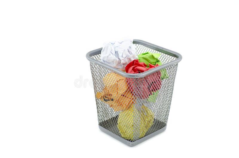 Verde, vermelho, branco, e amarelo amarrote o papel no caixote de lixo do metal imagem de stock royalty free