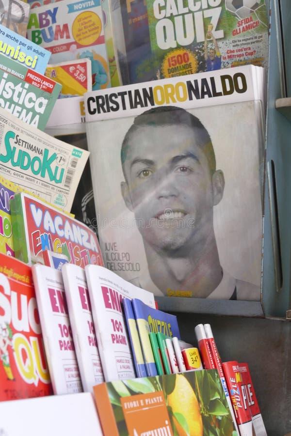 Verdedigers die van Juventus FC gek voor de nieuwe speler van Cristiano Ronaldo voor volgende seizoen gaan stock fotografie