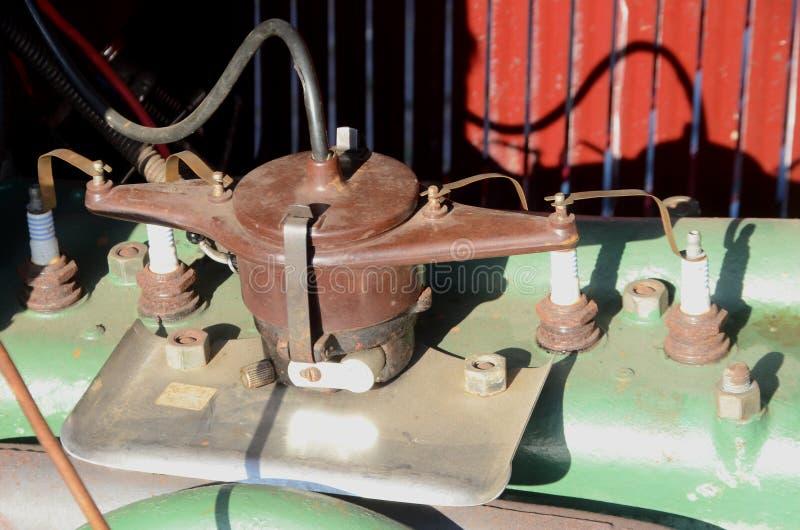 Verdeler van een 4 cilinder uitstekende motor van een auto stock foto's