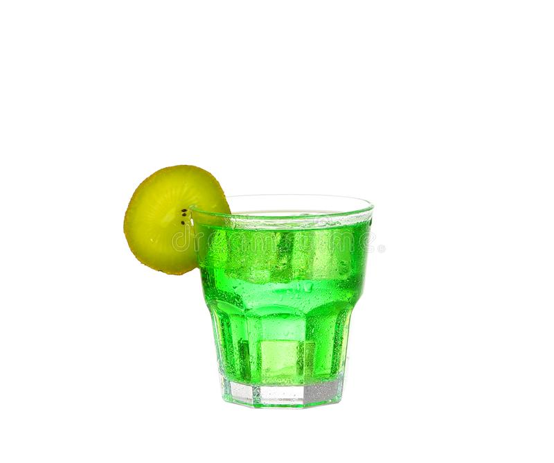 Verdissez le cocktail d'alcool avec l'?claboussure et la limette verte image libre de droits