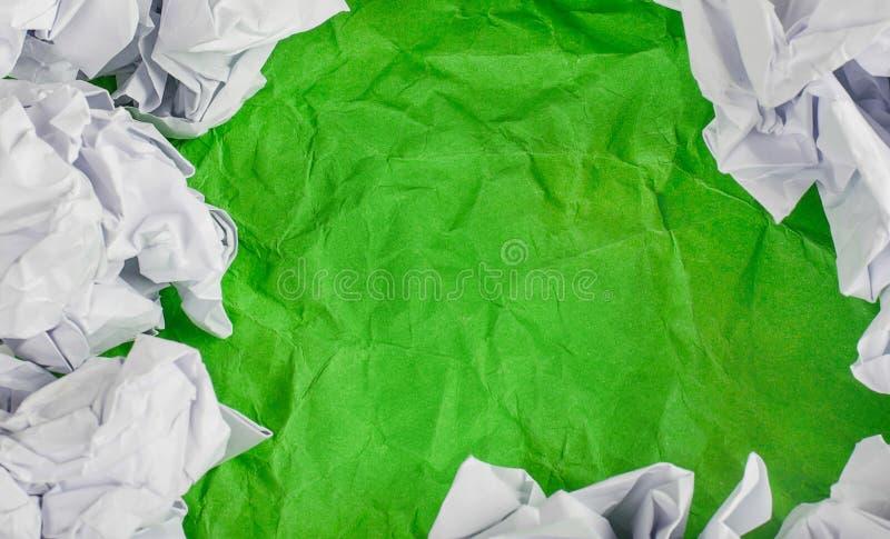 Download Verdissez Le Fond De Papier Chiffonné Avec La Boule De Papier Chiffonnée Photo stock - Image du chiffonnez, modifié: 56477474