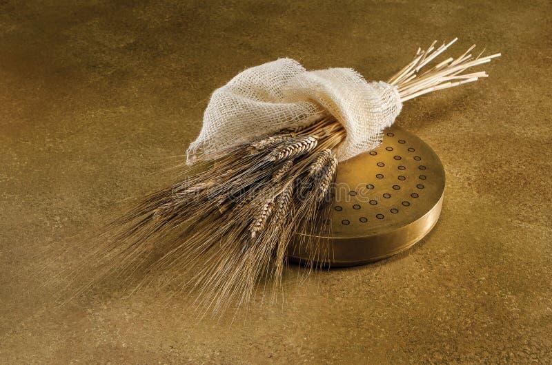 Verdrängen und Weizen auf Gold lizenzfreies stockfoto