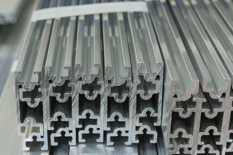 Verdrängter Aluminiumkanal stockbild