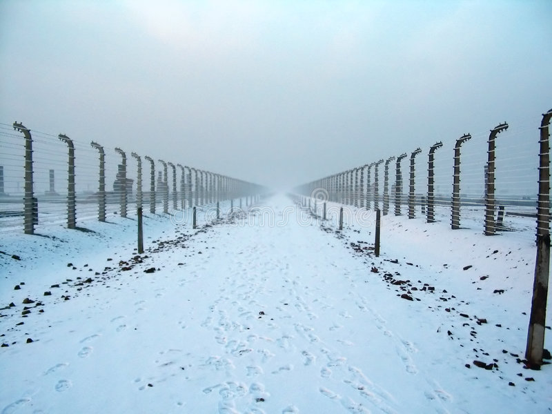 Verdrahteter Zaun in Auschwitz lizenzfreies stockbild