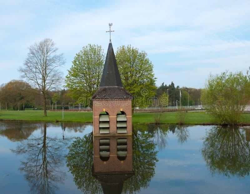 Verdronken kerk stock foto's