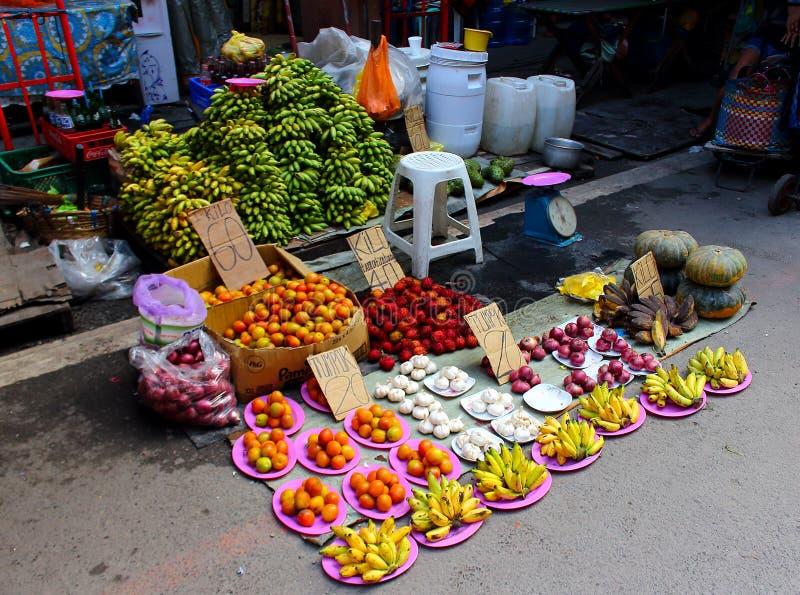 Verdura del surtido en un mercado callejero imagen de archivo libre de regalías