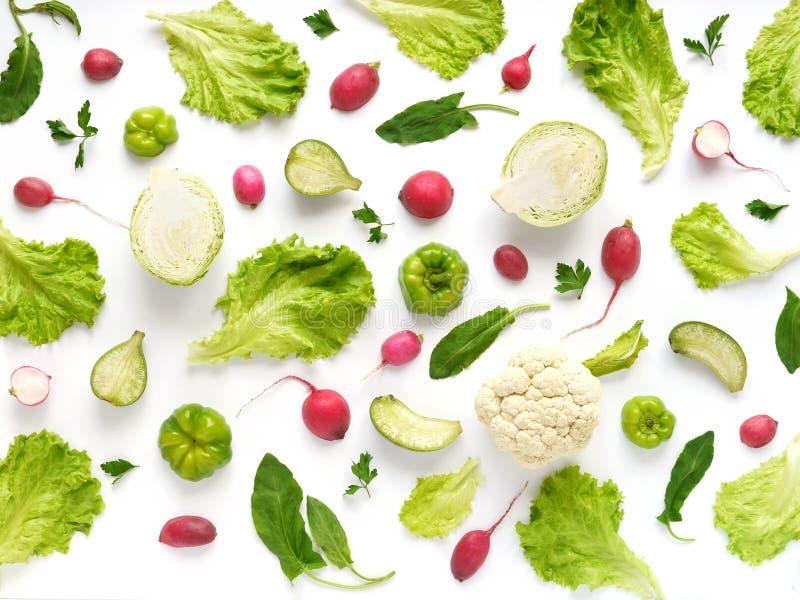 Verdura fresca su una priorità bassa bianca Fondo di verdure dell'alimento immagine stock libera da diritti