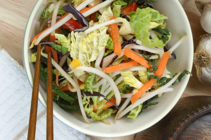 verdura mezclada asiática en un cuenco imagen de archivo libre de regalías