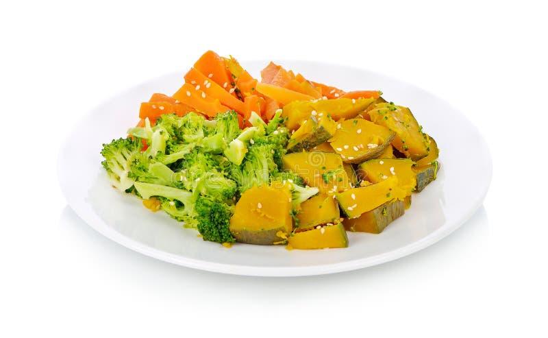 Verdura mista Stire-fritta su fondo bianco immagine stock