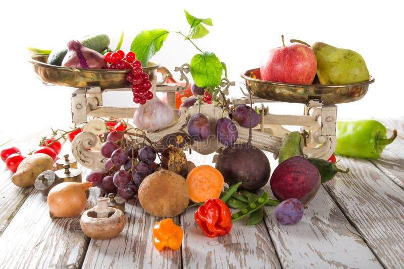 Verdura orgánica sana en la tabla de madera imagen de archivo libre de regalías