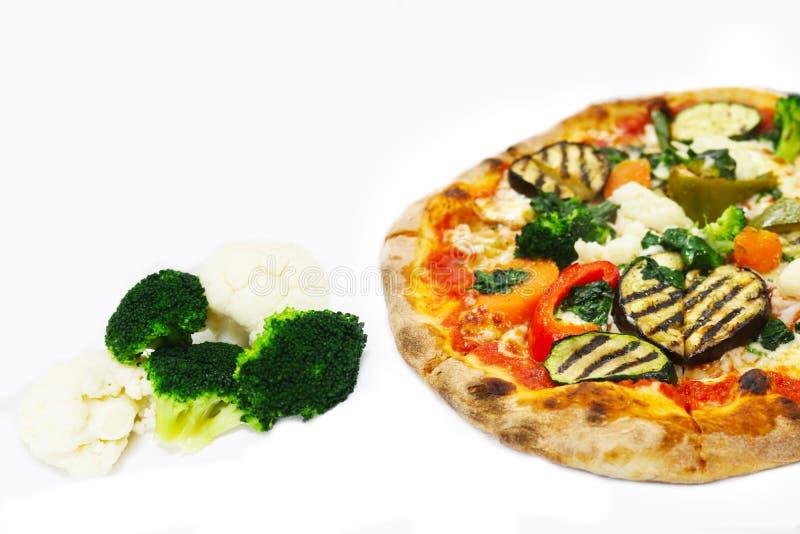 Verduras aisladas, comida de la pizza del italiano del restaurante imágenes de archivo libres de regalías