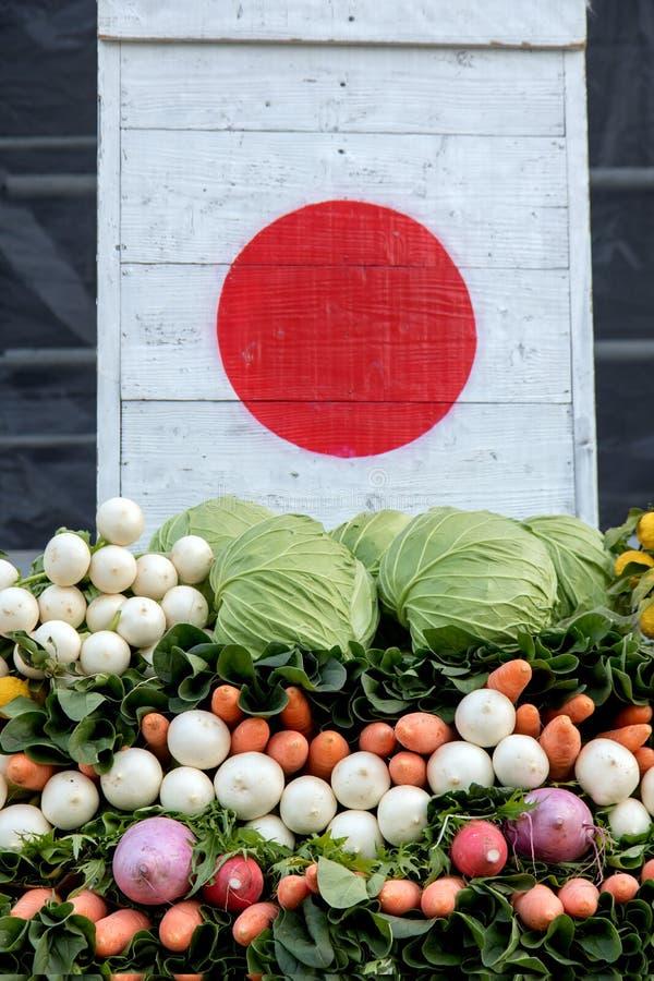 Verduras bajo imagen de la bandera japonesa imagen de archivo