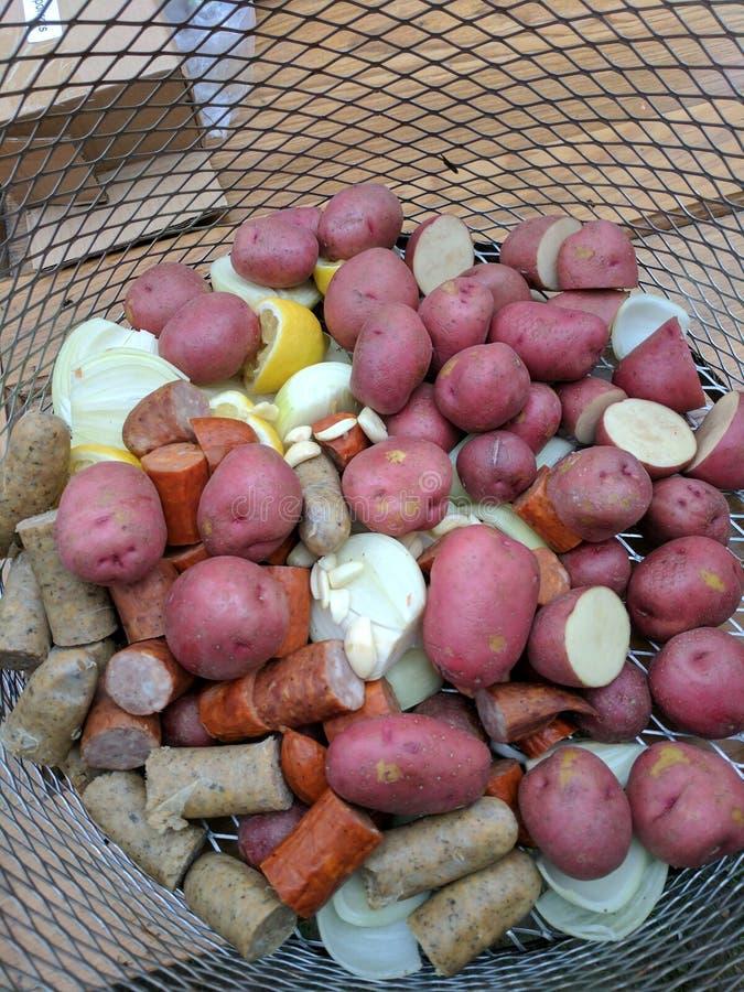 Verduras de la ebullición de los cangrejos imagen de archivo