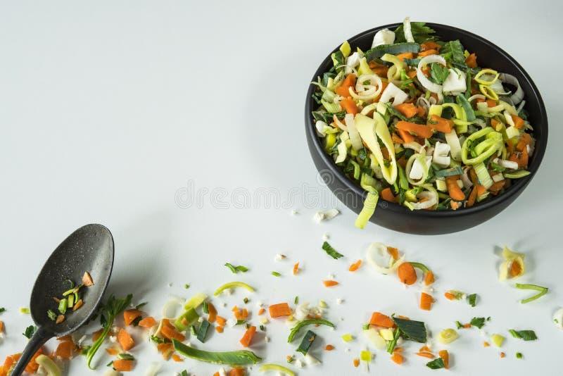 Verduras de la sopa o del wok, ingredientes, en la tabla blanca fotografía de archivo libre de regalías