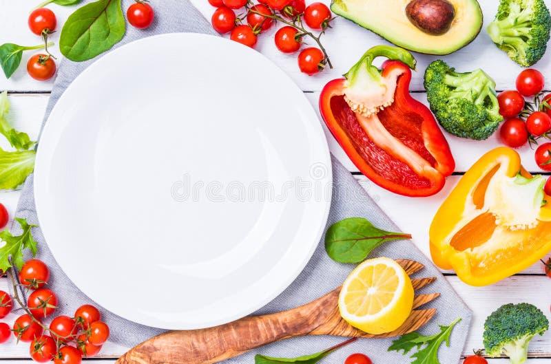 Verduras en fondo rústico imagen de archivo libre de regalías