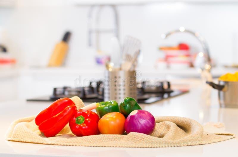 Verduras en la cocina foto de archivo