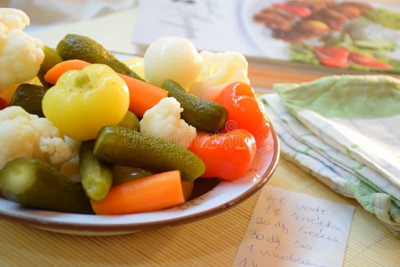 Verduras en la placa fotos de archivo