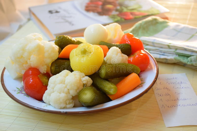 Verduras en la placa imagen de archivo libre de regalías