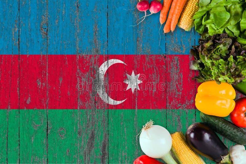 Verduras frescas de Azerbaijan en la tabla Cocinar concepto en fondo de madera de la bandera foto de archivo libre de regalías