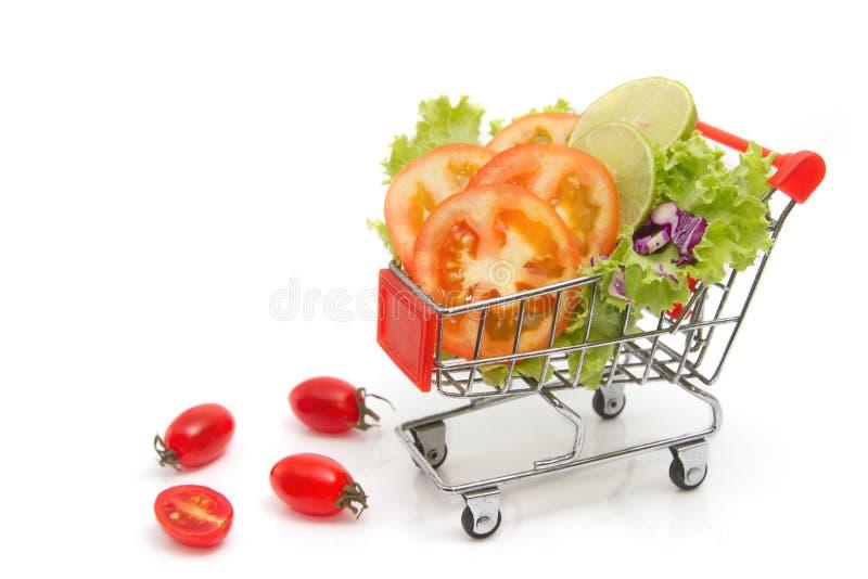 verduras frescas de la mezcla en carro de la compra imágenes de archivo libres de regalías