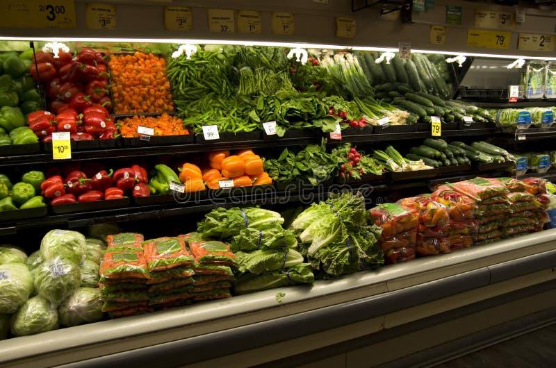 Verduras frescas en colmado foto de archivo libre de regalías