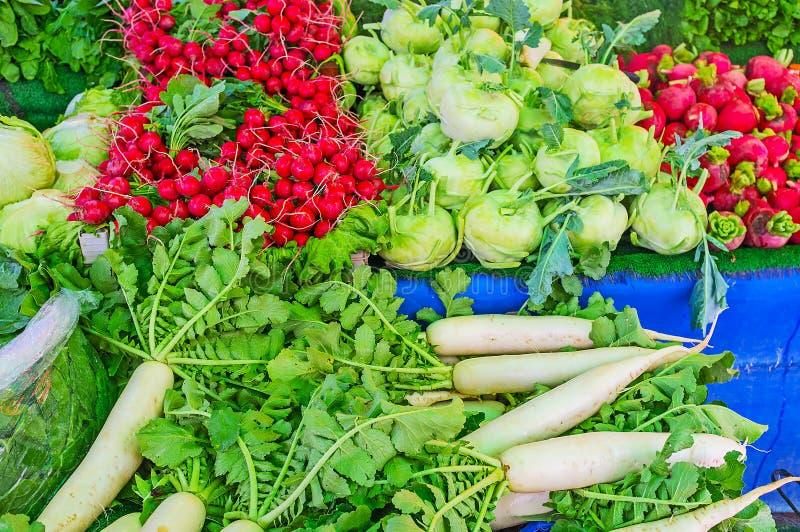 Download Verduras Frescas En El Mercado De Antalya Imagen de archivo - Imagen de rábano, ciudad: 100531173