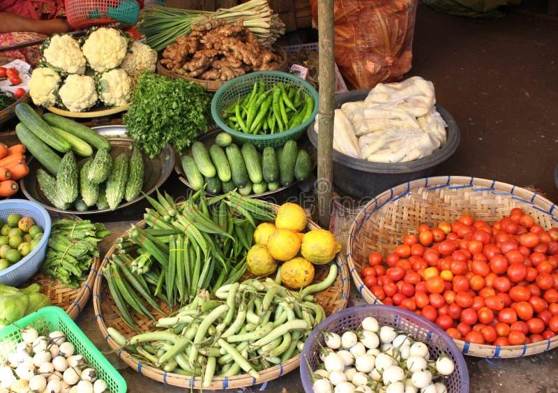 Verduras frescas en el mercado de la mañana, Myanmar Birmania fotografía de archivo