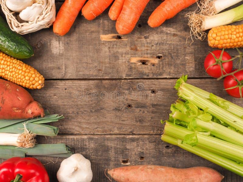 Verduras frescas en la madera foto de archivo libre de regalías