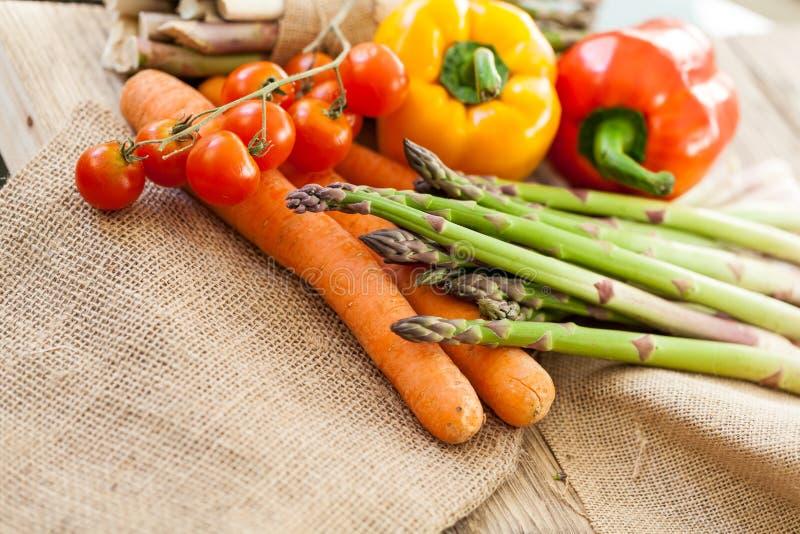 Download Verduras Frescas En Una Cocina Del País Foto de archivo - Imagen de cereza, dulce: 41913020
