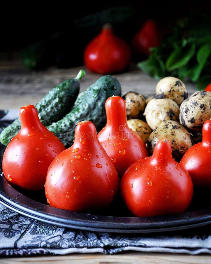 Verduras frescas - tomates, patatas y pepinos fotos de archivo