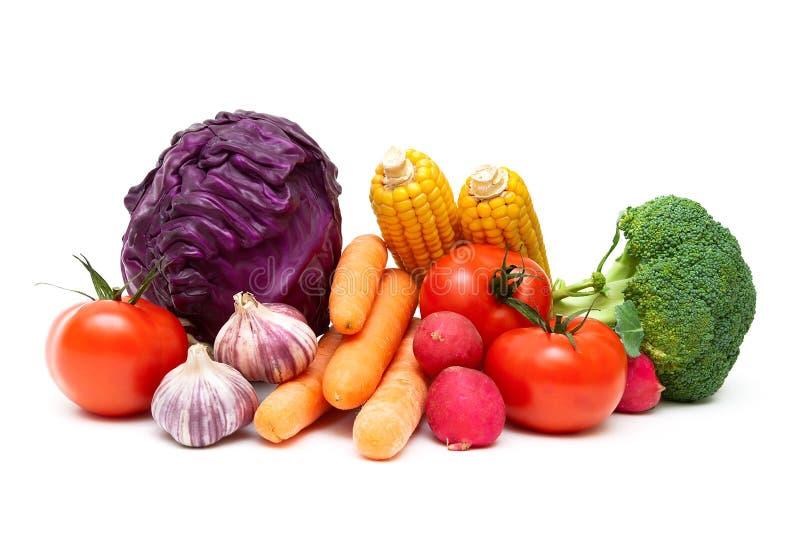 Verduras maduras aisladas en el cierre blanco del fondo para arriba fotografía de archivo
