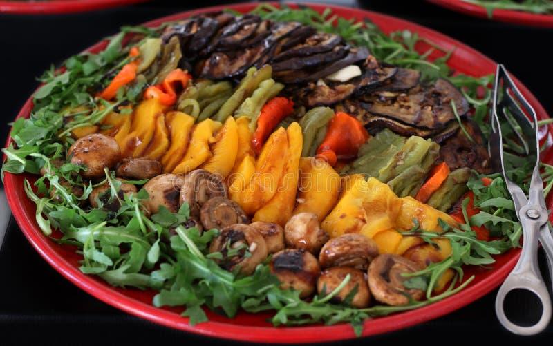 Verduras mediterráneas asadas a la parrilla fotos de archivo