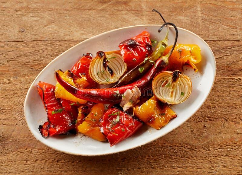 Verduras picantes calientes coloridas deliciosas de la carne asada fotos de archivo libres de regalías