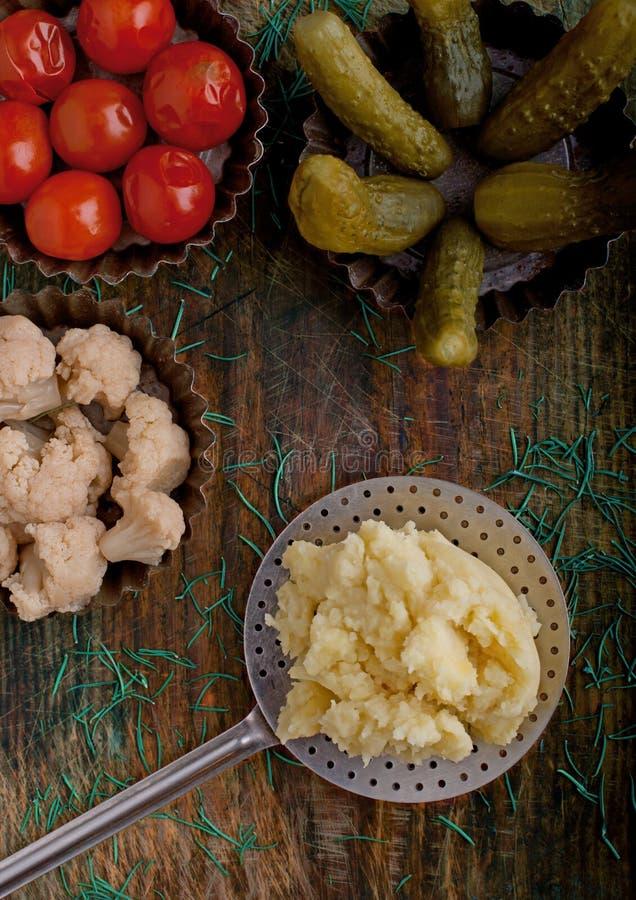 Verduras y purés de patata conservados en vinagre fotografía de archivo libre de regalías