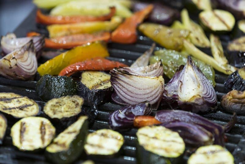 Verdure arrostite cucinate sulla griglia immagine stock libera da diritti