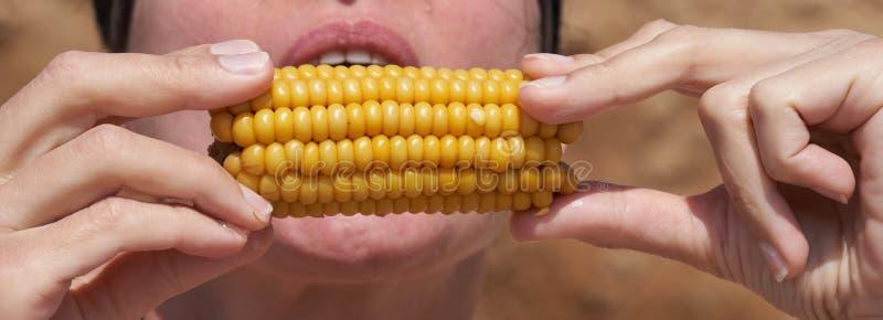 Verdure bollite cereale bollite mangiarici di uomini immagini stock libere da diritti