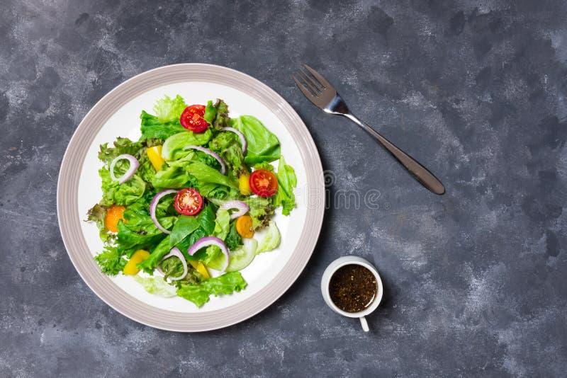 Verdure con il condimento del sesamo fotografia stock libera da diritti