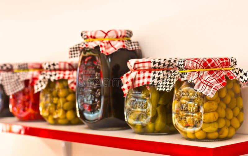 Verdure dei sottaceti e marinata - peperoncini, pomodori, cucumb fotografia stock