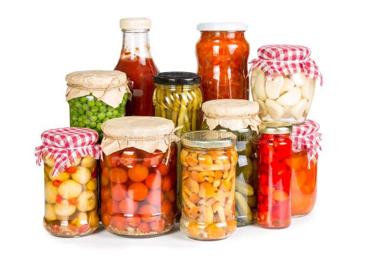Verdure marinate in barattoli di vetro immagine stock